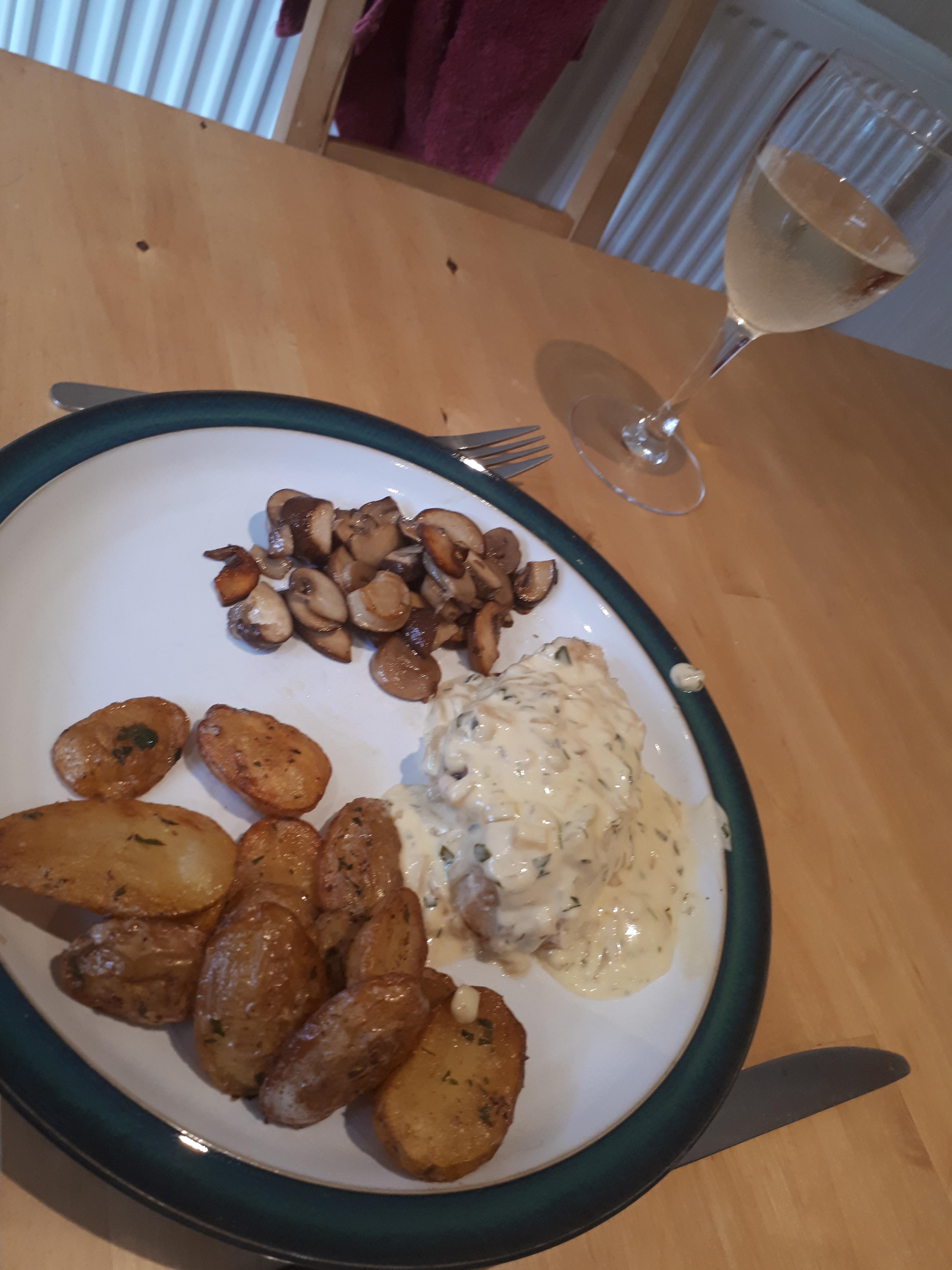 pommes de terre Sarladais, Nigella's tarragon chicken and sauteed mushrooms
